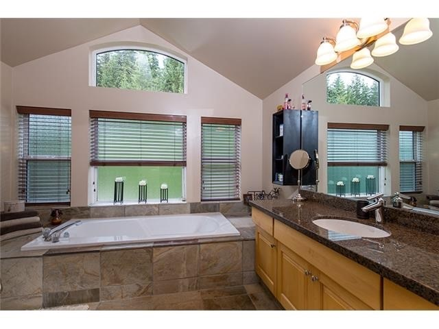4 Bedroom Long Term Rental Whistler Master Bath