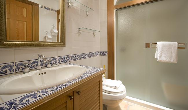 4941-Suite-Bath