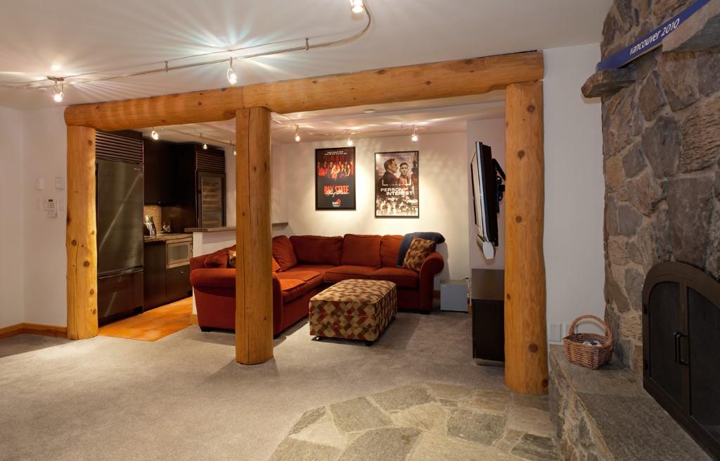 5 Bedroom Snowridge Whistler Ski In Ski Out (13)