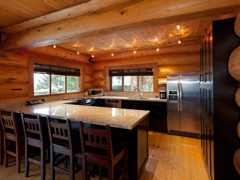 5 Bedroom Snowridge Whistler Ski In Ski Out (8)