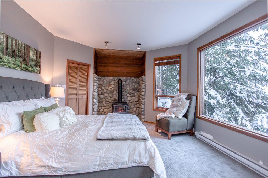 7 Bedroom Whistler Village Home (14)