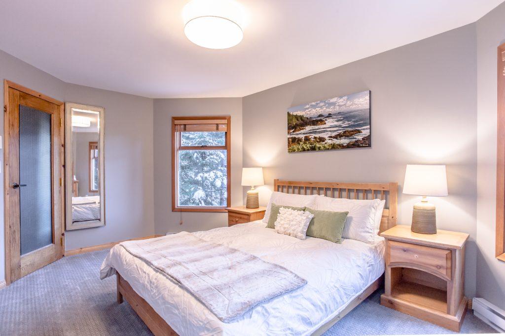 7 Bedroom Whistler Village Home (8)