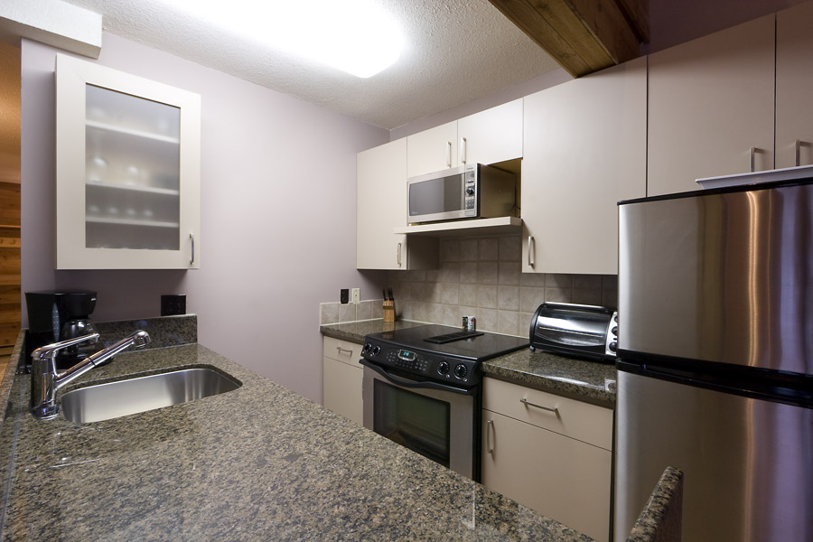 Whistler Village Accommodation - Telemark Kitchen