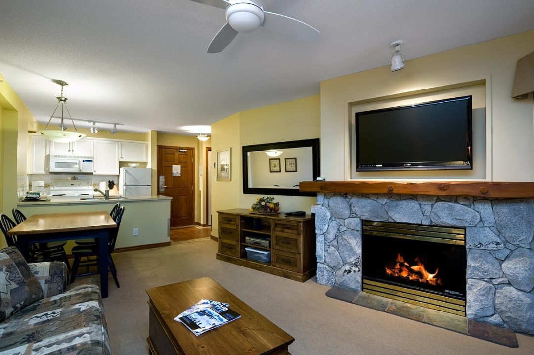 Aspens 1 Bedroom Unit 438 LR2