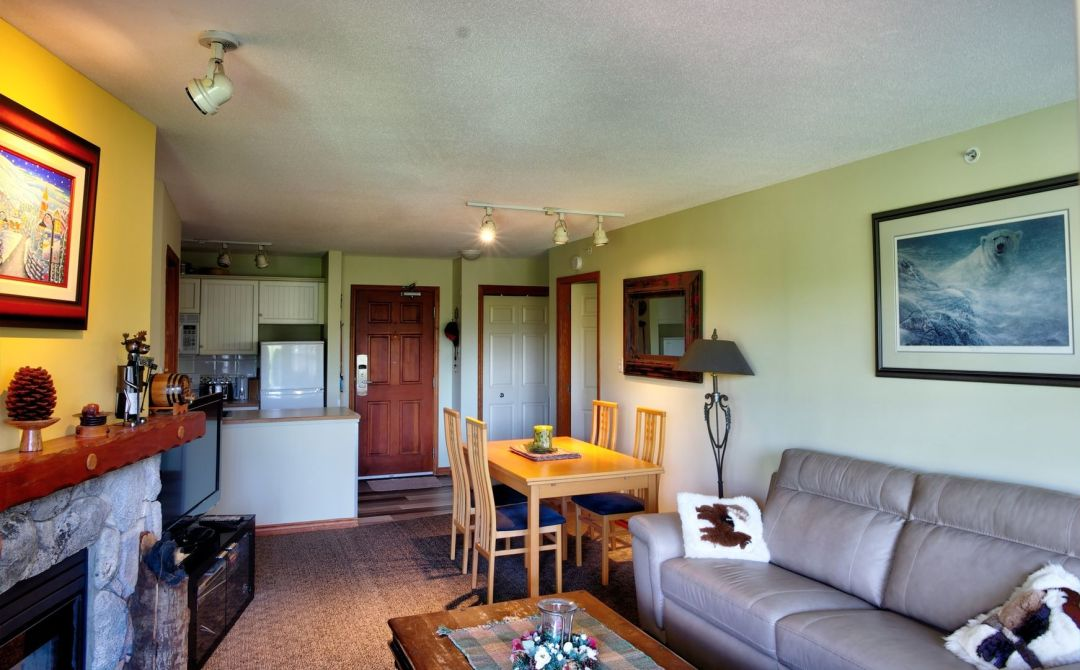 Aspens 1 Bedroom Unit 464 LR2