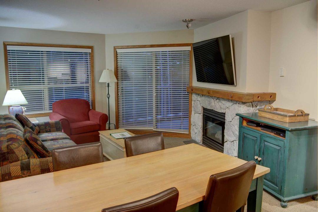 Aspens 2 Bedroom Unit 319 LR2