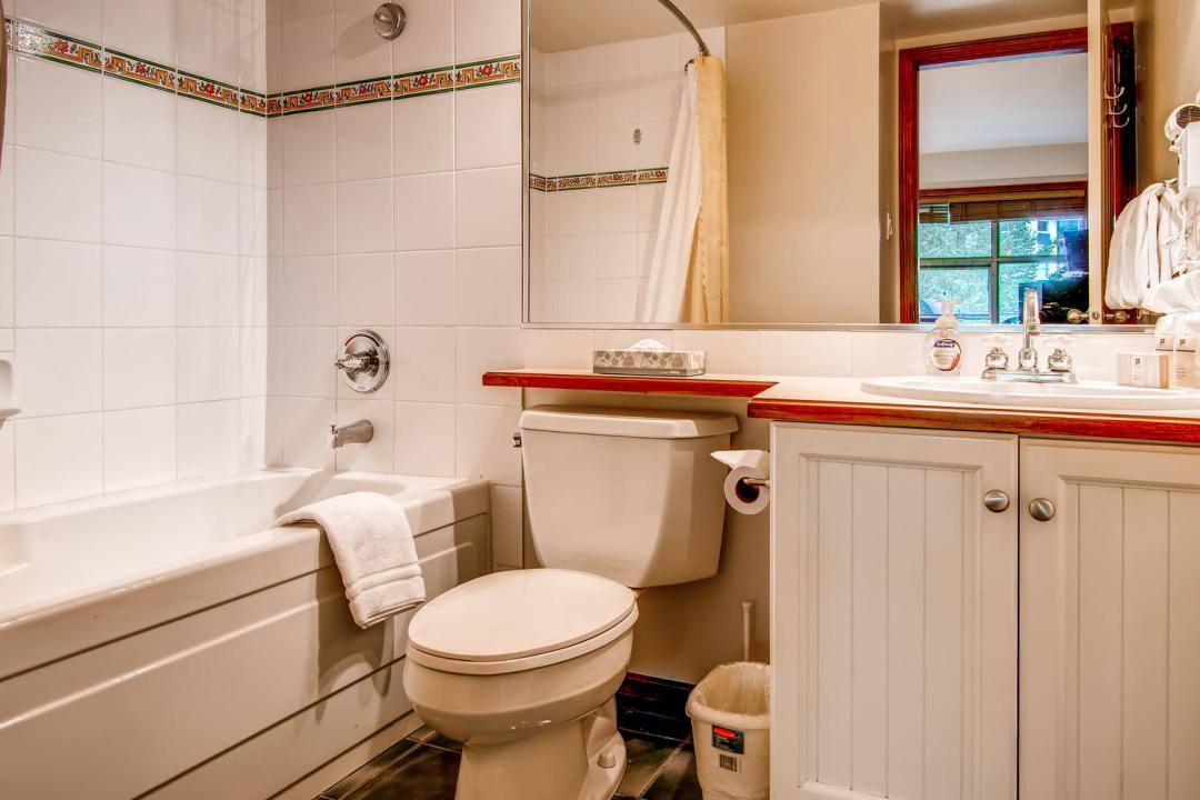 Aspens 2 Bedroom Unit 549 Bath1