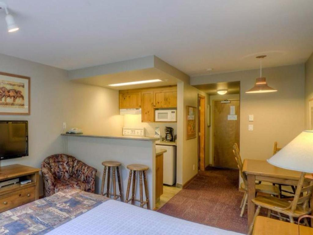 Cahilty Hotel & Suites Studio w Kitchenette - DR