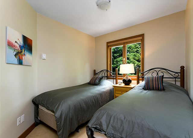 Cedar Hollow Whistler 8 Twin Room