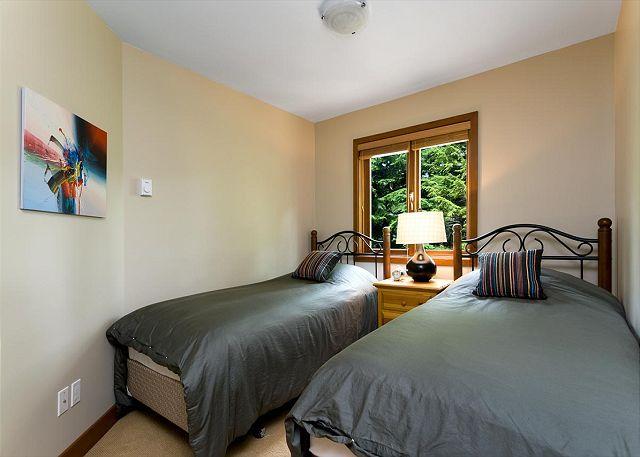 Cedar Hollow Whistler 8 Twin Room