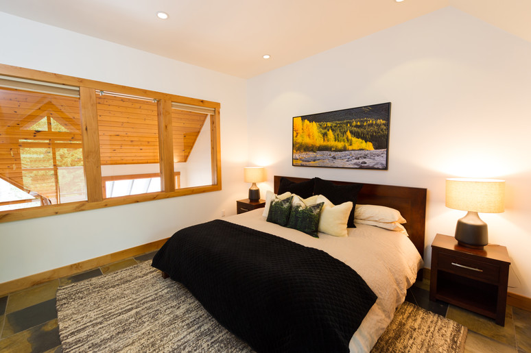 Cedar Ridge Whistler Ski In Ski Out Master Bdrm