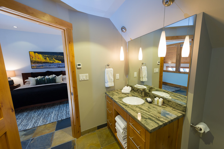 Cedar Ridge Whistler Ski In Ski Out Master Ensuite