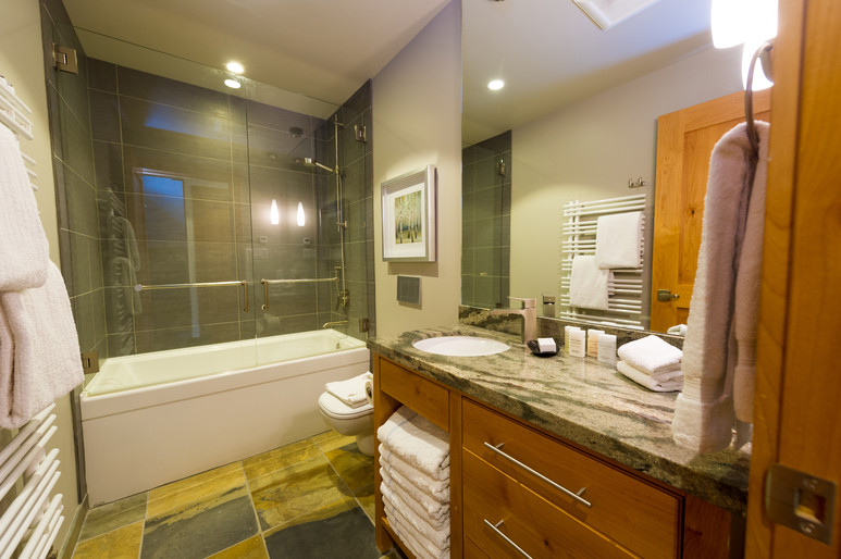 Cedar Ridge Whistler Ski In Ski Out Shared Bath
