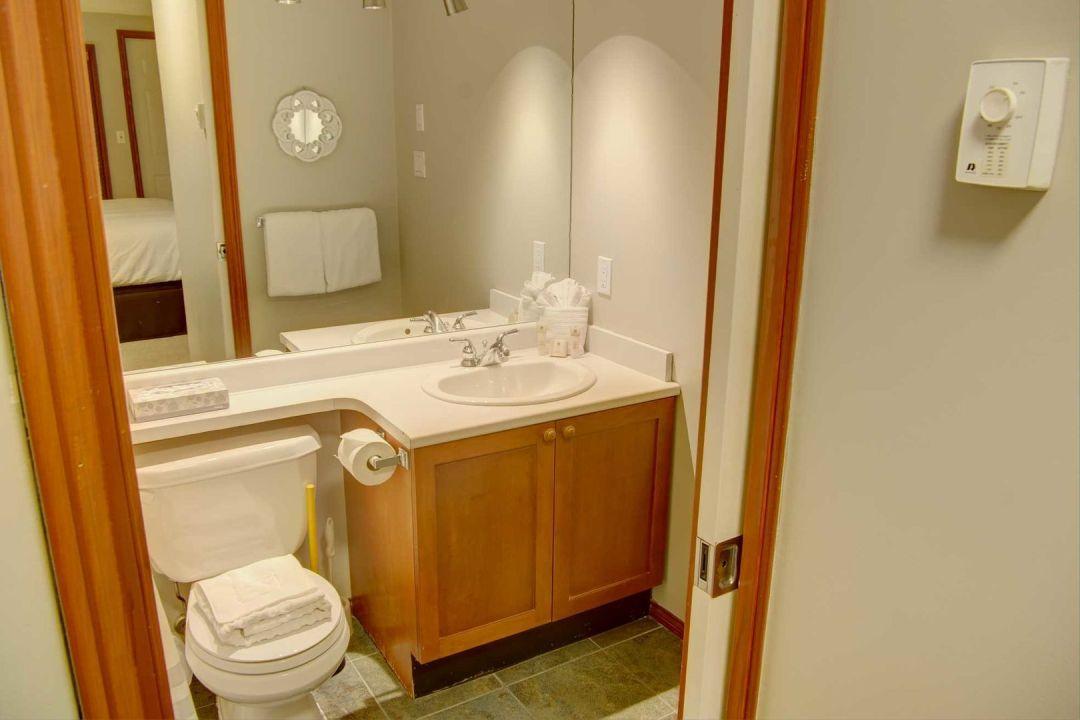 Glacier's Reach 1 Bedroom Unit 101A BATH