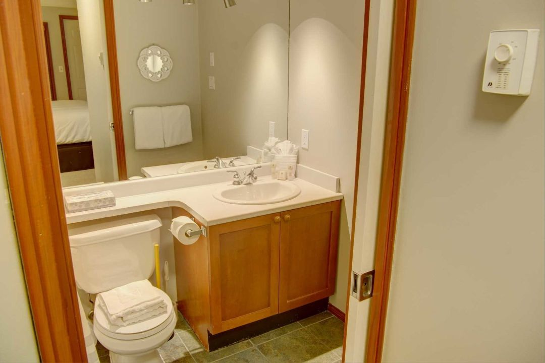 Glacier's Reach 1 Bedroom Unit 101A BATH