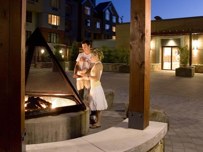 Hilton Whistler Hotel Courtyard