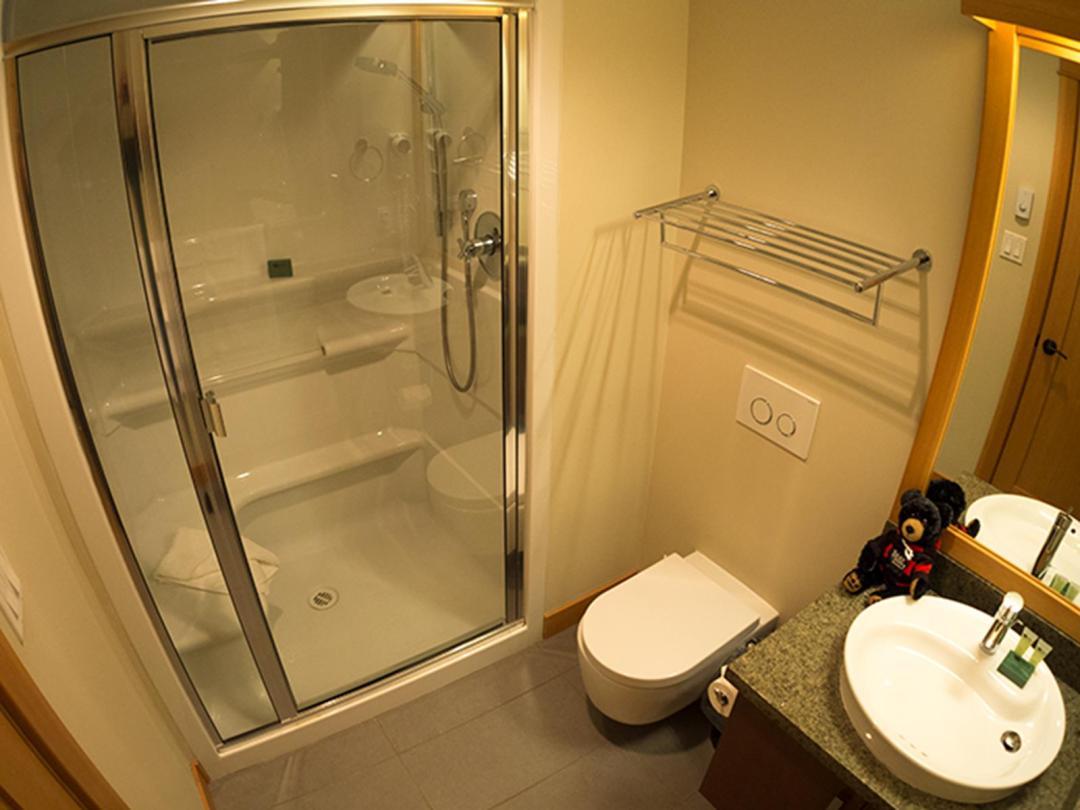 Kookaburra Lodge 3 Bedroom Unit #302 BATH