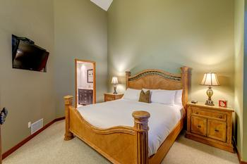 Northern Lights Whistler 5 Bedroom (8)