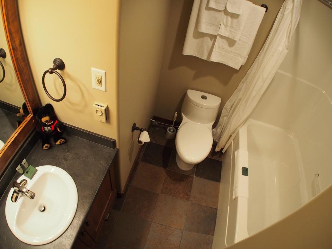 Trapper's Landing 4 Bedroom + Den Unit #1 BATH