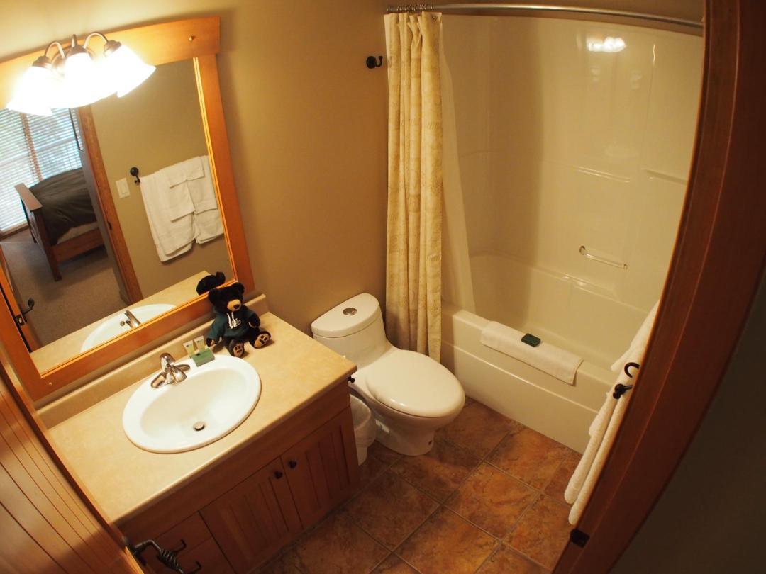 Trail's Edge 4 Bedroom + Den  Unit #25 bath