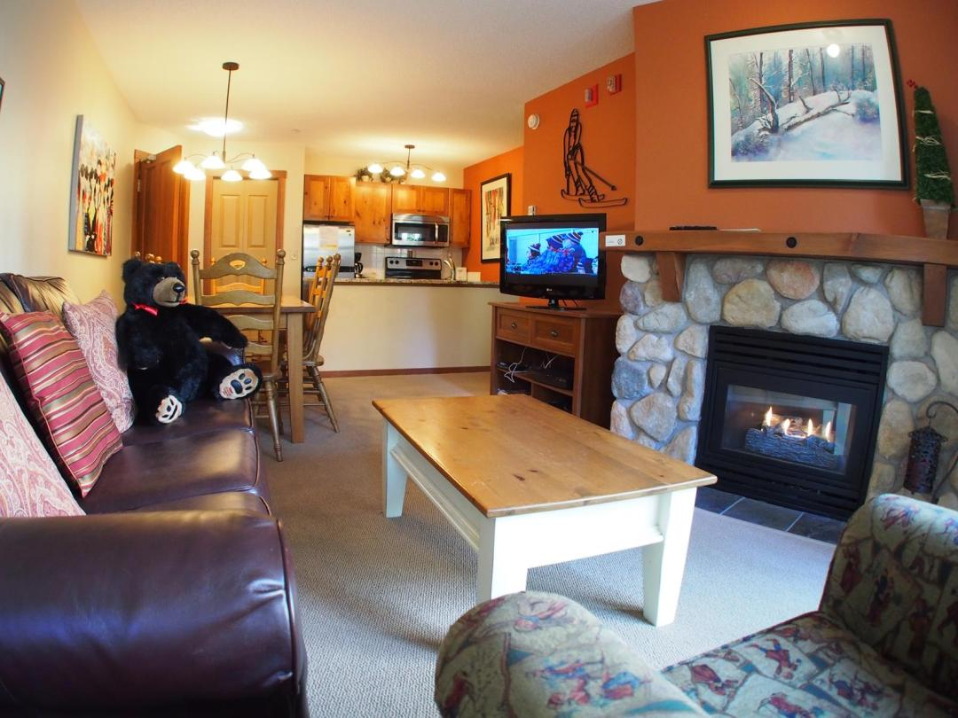 Fireside Lodge 2 Bedroom Unit #109 LR