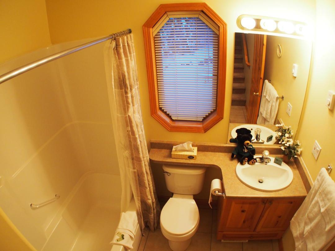 Snow Creek Village 4 Bedroom Unit #9 + Suite Bath