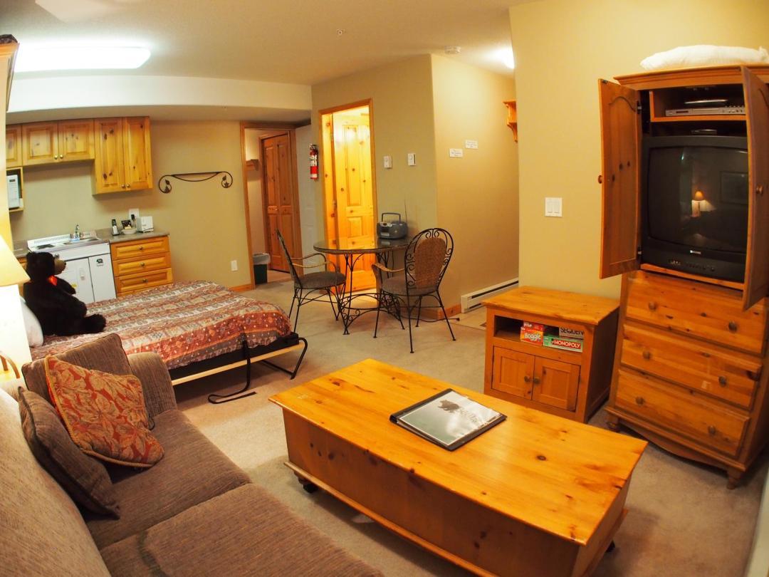 Snow Creek Village 4 Bedroom Unit #9 + Suite LR