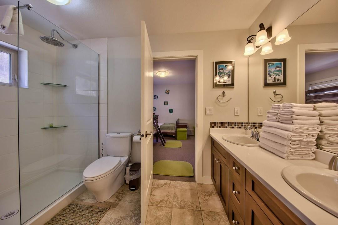 Peaks Retreat 4 Bedroom BATH