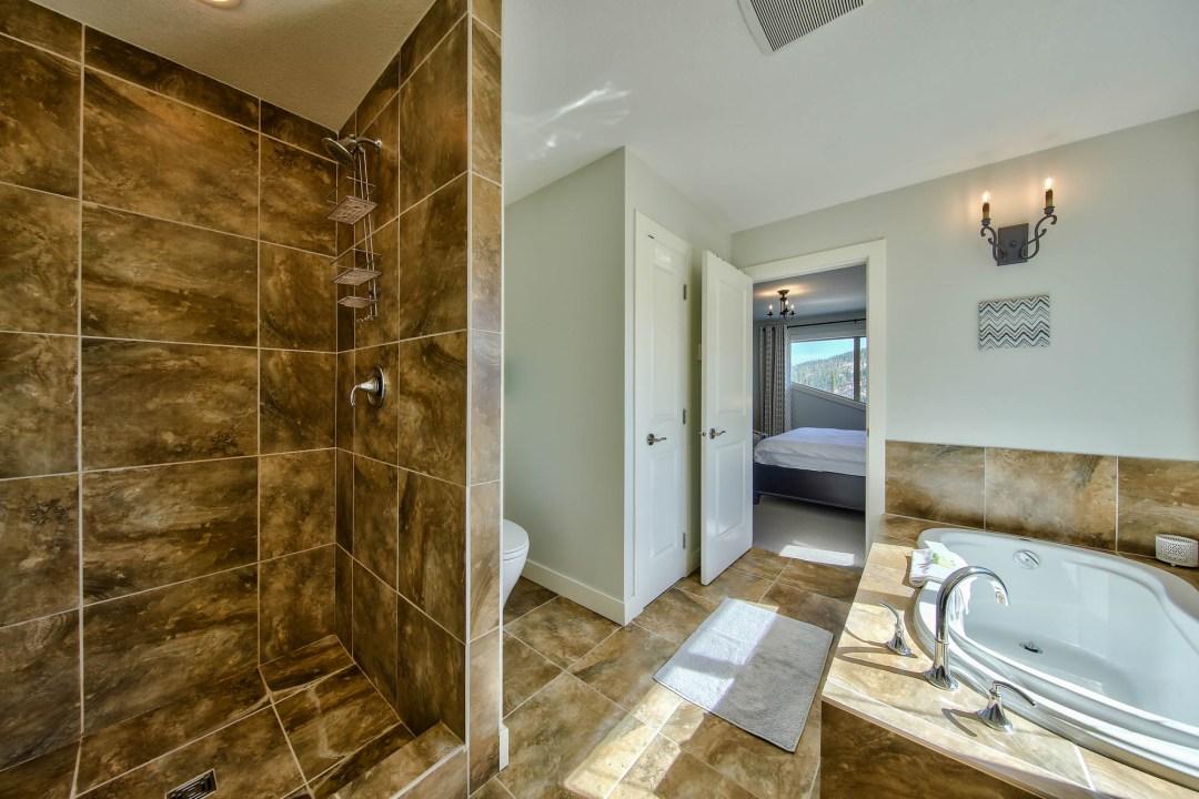 Peaks Retreat & Suite 5 Bedroom BATH