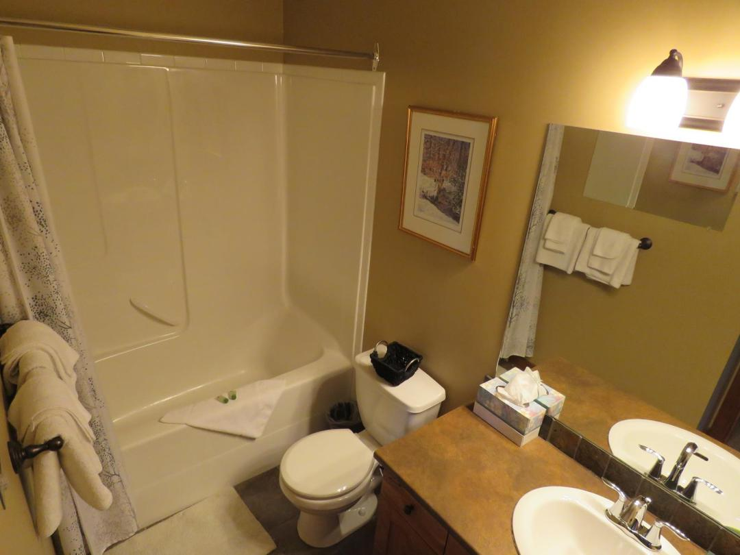 Settler's Crossing 2 Bedroom Unit #42 BATH