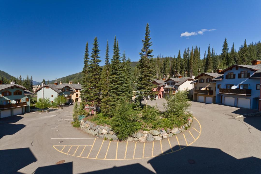 Snow Creek Village 4 Bedroom Unit #9 + Suite FOB