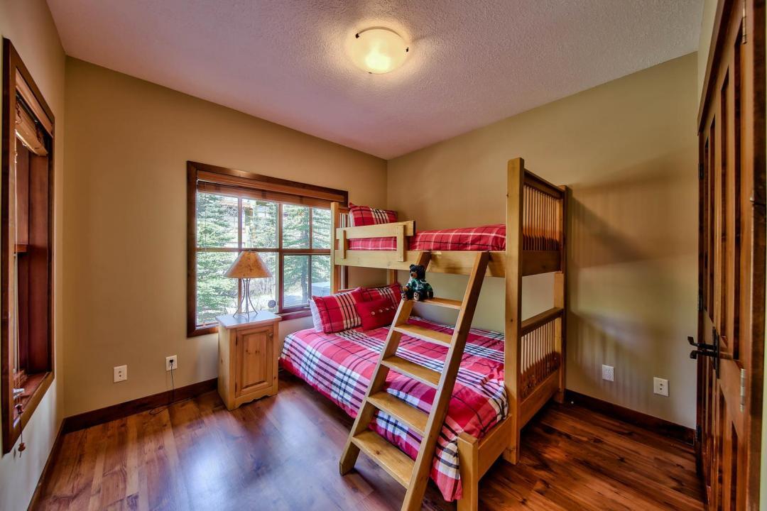 Trapper's Landing 3 Bedroom + Den Unit #11 BR