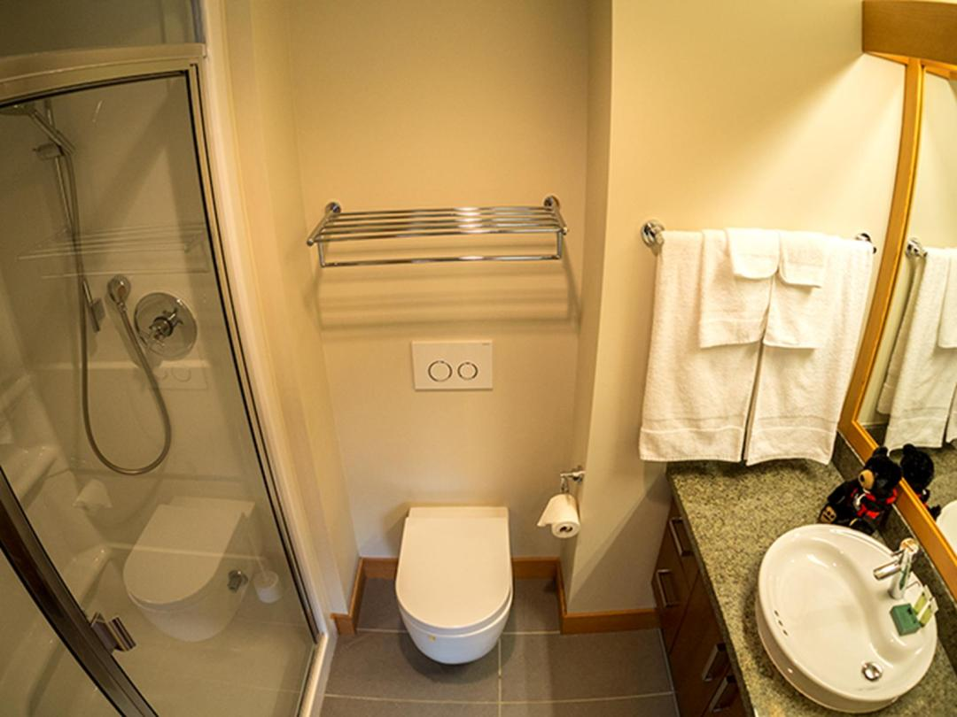 Kookaburra Lodge 3 Bedroom Unit #302 BATH