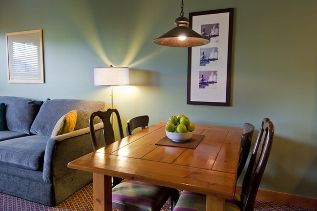 Whisteler The Legends 1 BR Dining Area