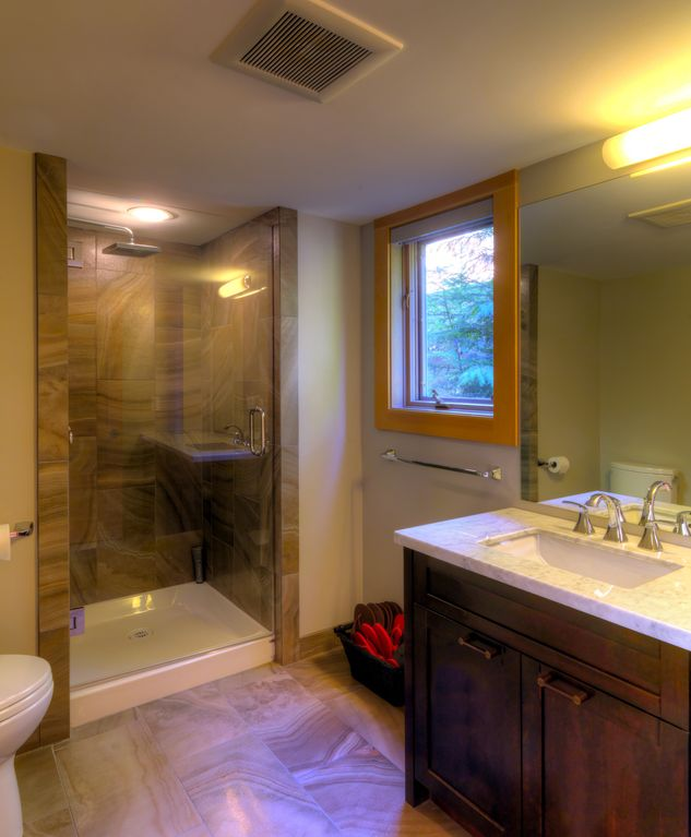 Whistler 5 Bedroom Ski In Ski Out Luxury Home (18)