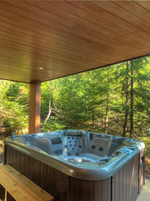 Whistler 5 Bedroom Ski In Ski Out Luxury Home (3)