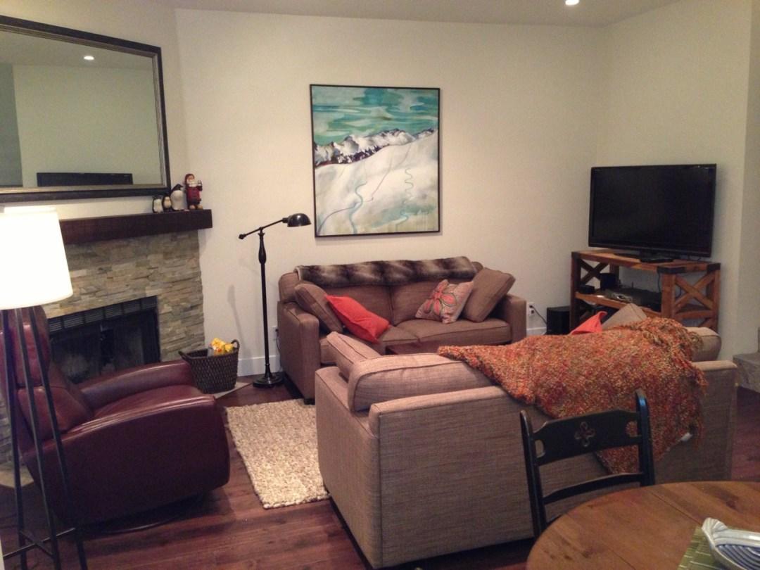 whistler-accommodatio-crystal-ridge-13-living-room