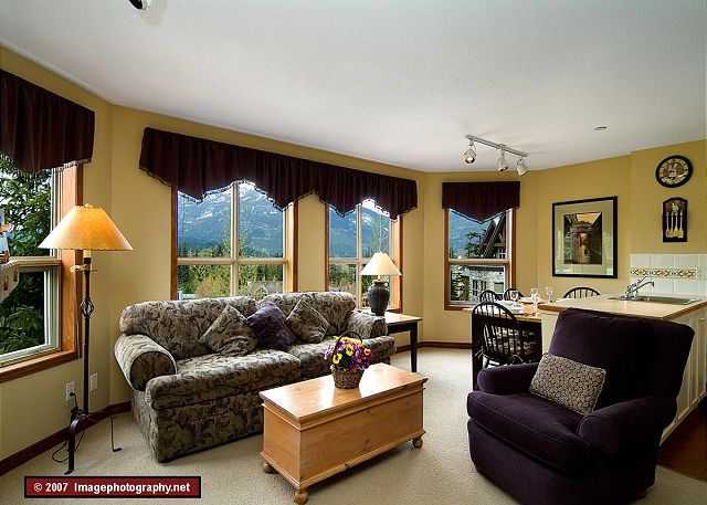 Whistler Accommodation Aspens on Blackcomb 355 Living Room