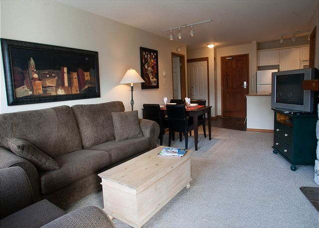 Whistler Accommodation Aspens on Blackcomb 563 Living Room
