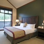 Whistler First Tracks Lodge 3 Bedroom Ski in Ski Out Bedrm