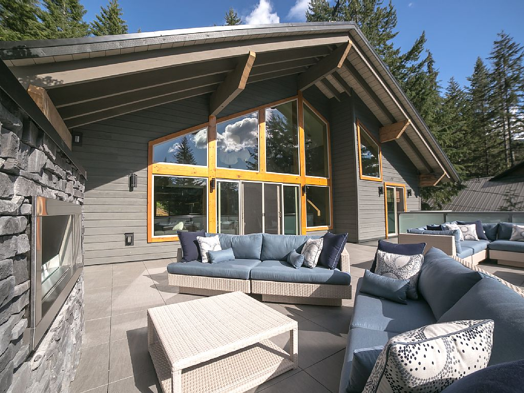 Whistler Luxury Chalet Rental (16)