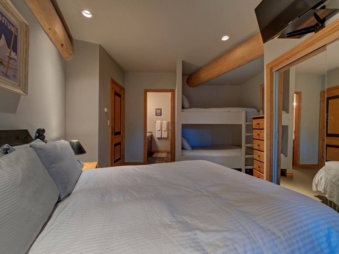 Whistler Luxury Ski In Ski Out 5 Bedroom Chalet Home (33)