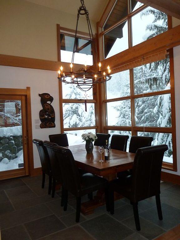 Whistler Luxury Ski In Ski Out Rental Home (12)
