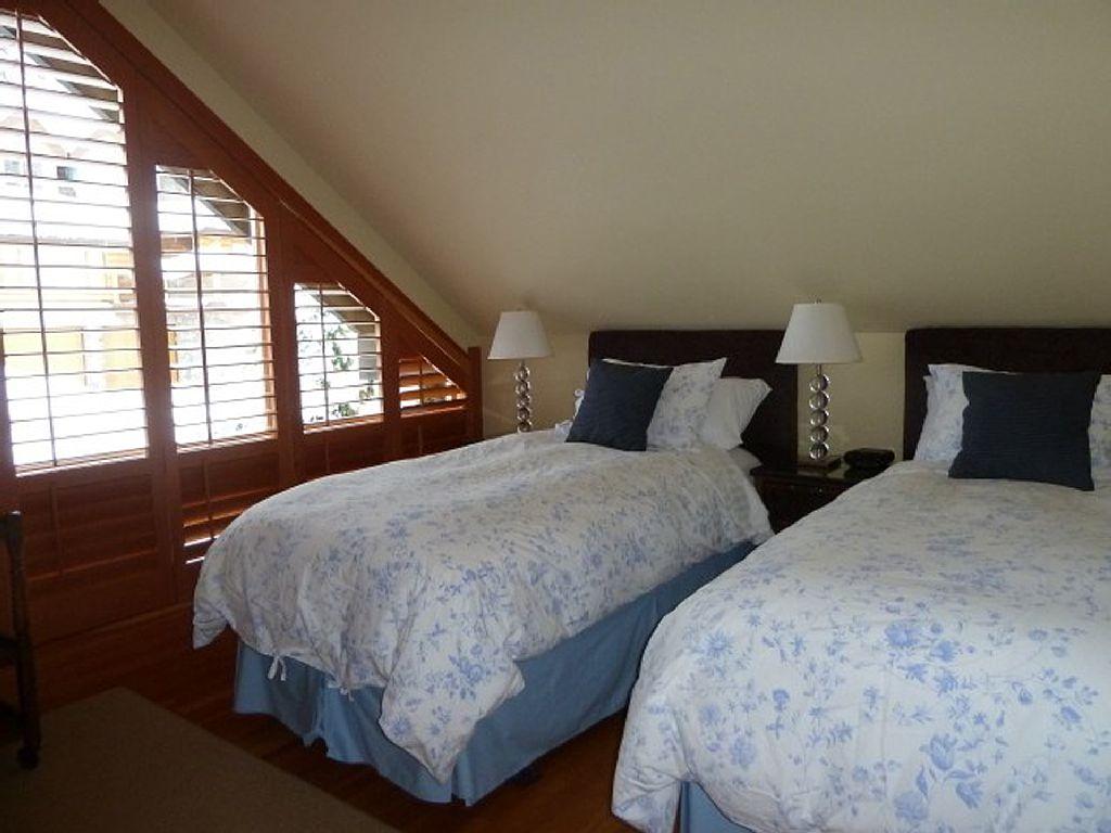 Whistler Luxury Ski In Ski Out Rental Home (5)
