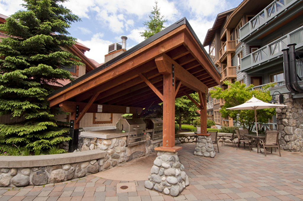 Whistler The Legends Commom BBQ Area