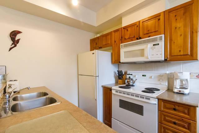 Whistler Village Accommodation - Granite Court Kitchen