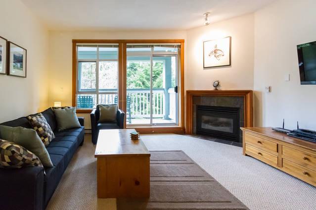 Whistler Village Accommodation - Granite Court Living Room