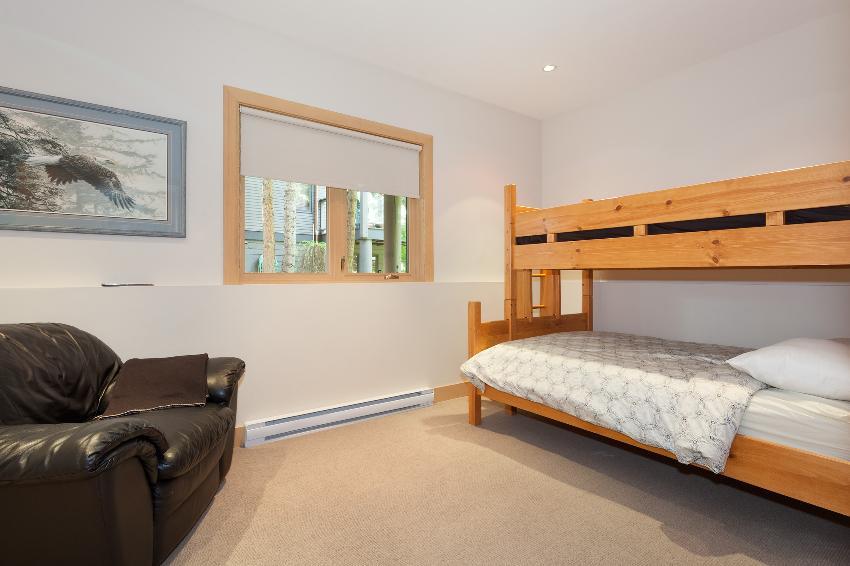 whistler 4 bedroom ski in ski out bunk room