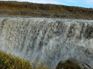 193 cu metres of water pours over the edge every second