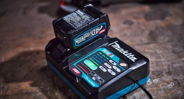 Makita XGT 40V charger